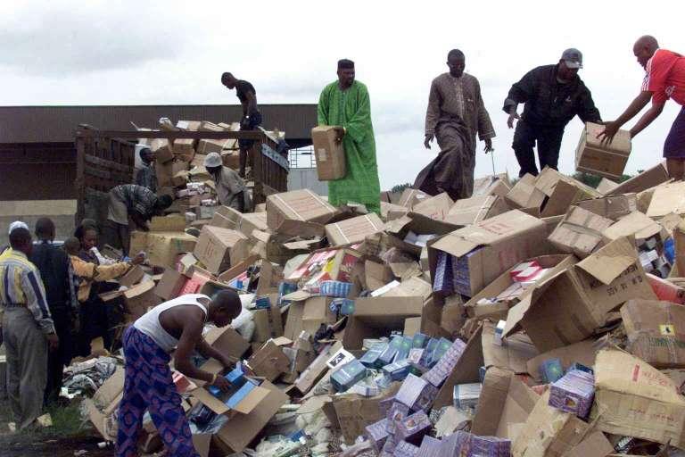 Une saisie de faux documents en 2011 à Lagos, au Nigeria.