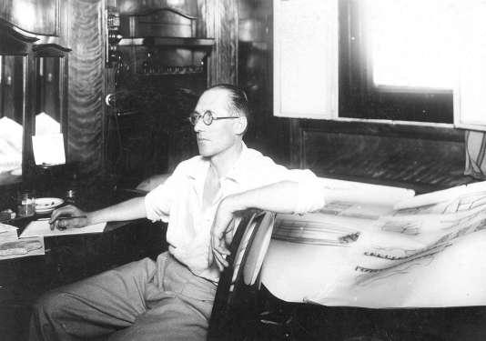 Le Corbusier à bord du bateau le «Lutetia», en 1929.