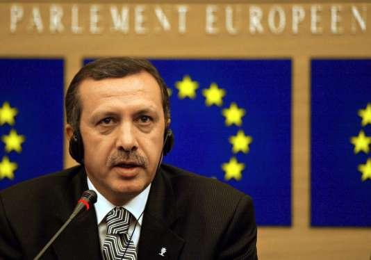 Recep Tayyip Erdogan au Parlement européen en novembre 2002.