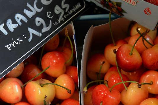 La FNSEA accuse le ministre de l'agriculture d'avoir contribué largement à la flambée des prix de la cerise, en interdisant le diméthoate, pesticide permettant de lutter contre la mouche Suzukii.