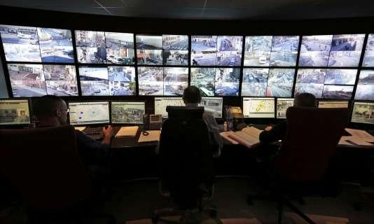 Dans la salle de contrôle de la vidéosurveillance niçoise, le 9 février 2015.