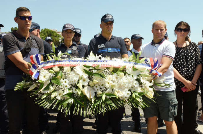 Cérémonie d'hommages aux victimes de l'attentat de Nice par la police municipale, lundi 25 juillet.