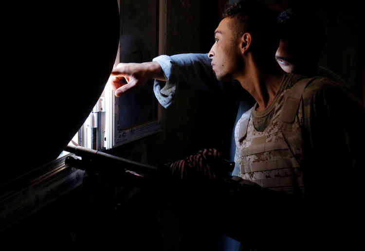 Dans la partie ouest de Syrte, le 19 juillet. Les pro-GNA ont été ralentis par la forte résistance de l'EI qui mène des contre-attaques, notamment en perpétrant des attentats suicides à la voiture piégée.