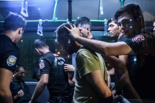 Istanbul : arrestation, le 17juillet, d'un soldat soupçonné d'avoir participé au coup d'Etat.