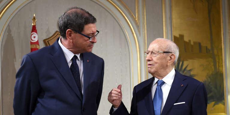 Le président tunisien, Béji Caïd Essebsi (à droite), s'entretient avec le premier ministre, Habib Essid, au palais de Carthage, à Tunis, le 12 janvier.