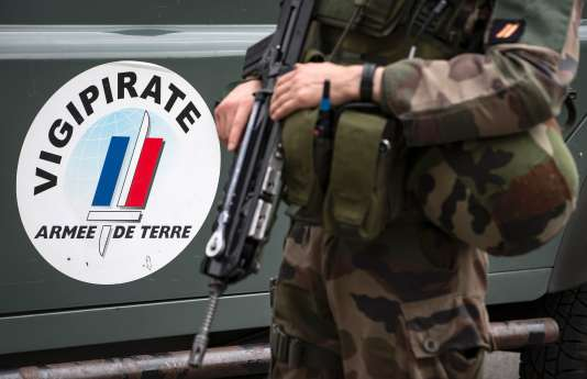 Un soldat de l'opération« Sentinelle», à Paris, le 25 juillet.
