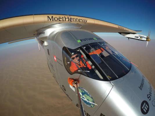 26 juillet 2016 : un selfie de Bertrand Piccard prisdepuis Solar Impulse, peu avant la fin de son tour du monde.