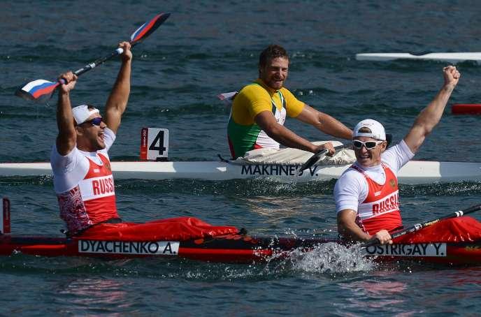 Les kayakistesAlexander Dyachenko et Yury Postrigay juste après leur victoire en kayak double (K2 200m), le 11 août 2012, pendant les Jeux olympiques de Londres. Alexander Dyachenko fait partie des cinq sportifs que la Fédération internationale de canoë (ICF) aexclusdes JO de Rio pour dopage, lemardi 26 juillet.