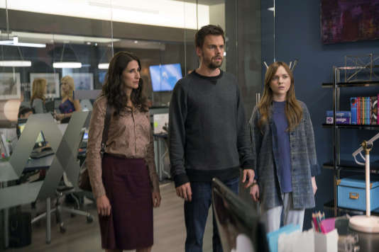 Valerie (Michaela Watkins), son frère Alex (Tommy Dewey) et sa fille Laura (Tara Lynne Barr) sont les principaux protagonistes de la série« Casual».