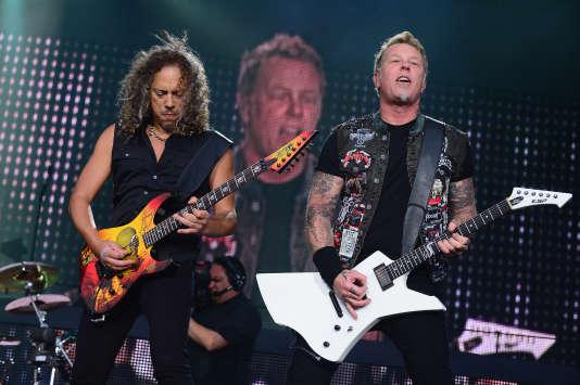 Le guitariste Kirk Hammett et le chanteur James Hetfield, de Metallica, lors d'un concert à Detroit, dans le Michigan, en 2013.