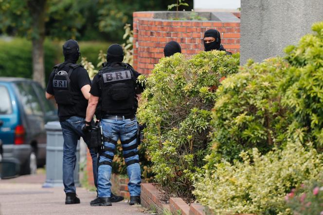 Des policiers àSaint-Etienne-du-Rouvray, le 26 juillet.