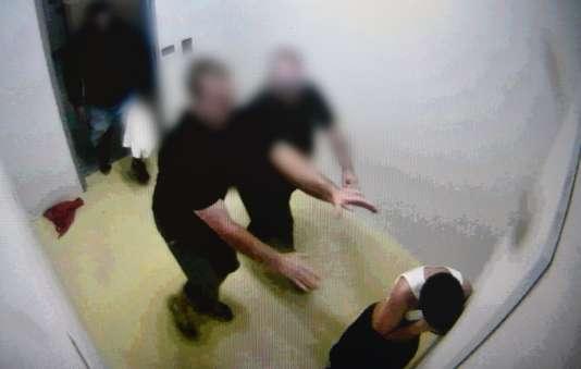 Les images de caméras de vidéosurveillance du centre Don Dale, enregistrées entre2010 et2014, soulèvent non seulement la question de la maltraitance des enfants mais aussi celle du traitement des Aborigènes.