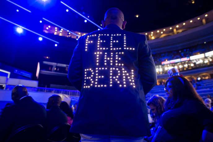 Des partisans de Bernie Sanders lors de la convention démocrate, à Philadelphie, lundi 25 juillet. DARCY PADILLA/AGENCE VU POUR « LE MONDE »