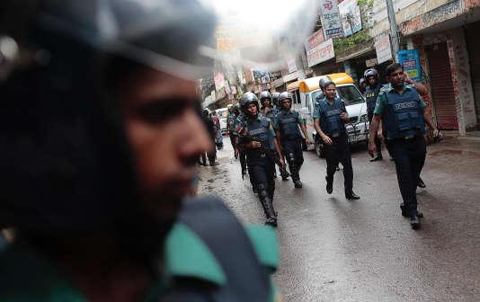 Des policiers à Daccaau Bangladesh.