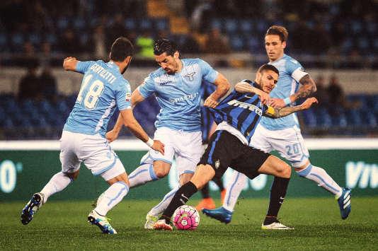 Des joueurs de la Lazio Rome, en bleu ciel.