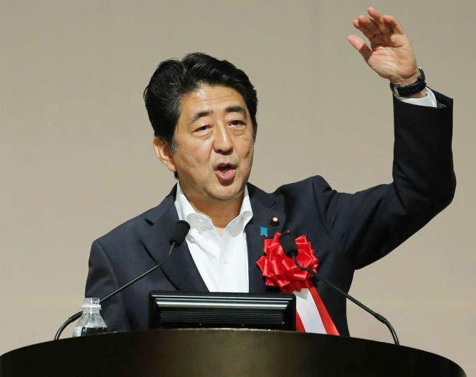 Le premier ministre japonais, Shinzo Abe, à Fukuoka (dans le sud du Japon), mercredi 27 juillet.