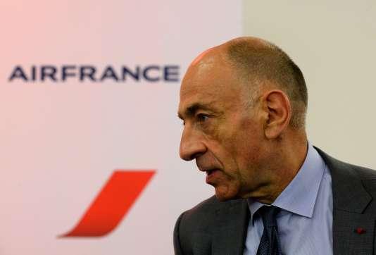 Le PDG du groupe Air France-KLM Jean-Marc Janaillac, qui a pris ses fonctions au début du mois, a qualifié jeudi de « regrettable et agressif » le mouvement de grève.