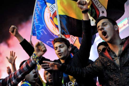 Des supporteurs du Fenerbahçe en 2014.