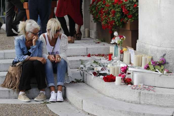 A Saint-Etienne du Rouvray, près de Rouen, le 26 juillet, après l'assassinat du père Hamel dans son église.