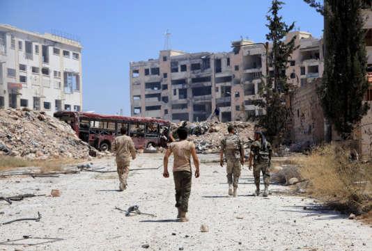 Des soldats des forces pro-Bachar Al-Assad, à Alep, le 28 juillet.
