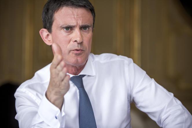 Manuel Valls, Premier ministre, répond à une interview du Monde dans son bureau à l'hôtel de Matignon, à Paris, jeudi 28 juillet.