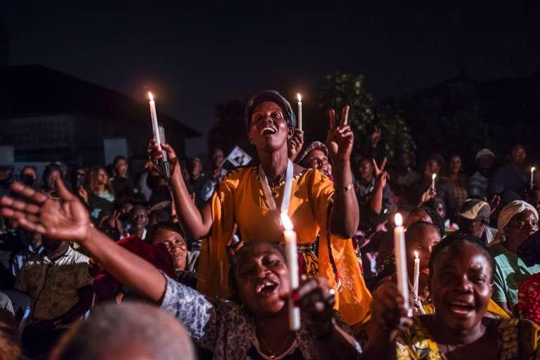 Des supporters de l'opposant historique,Etienne Tshiskedi, à Kinshasa le 27 juillet.