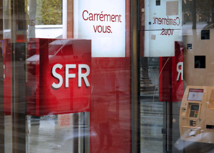Logo SFR, le 5 novembre 2013 à Paris.