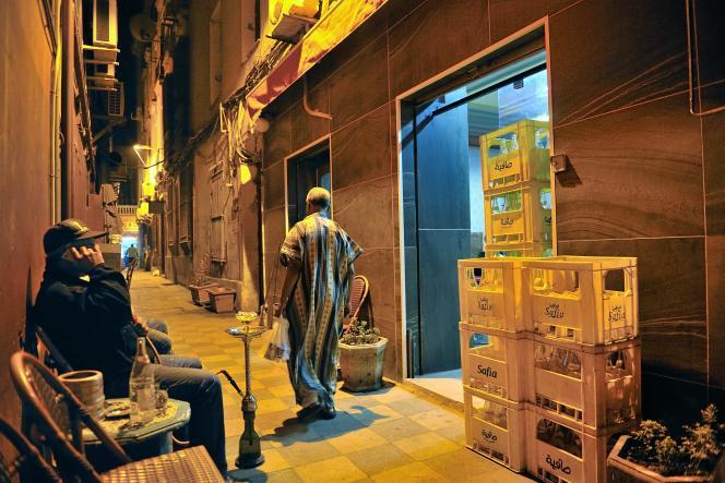 Le soir, les rues de la Goulette se réveillent.