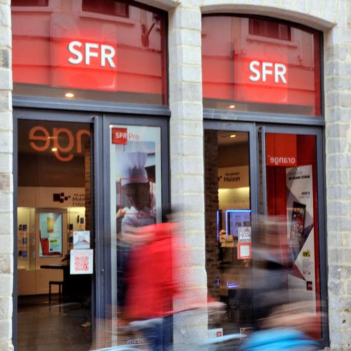 Une boutique SFR à Lille, le 24 février 2014. AFP PHOTO PHILIPPE HUGUEN / AFP PHOTO / PHILIPPE HUGUEN