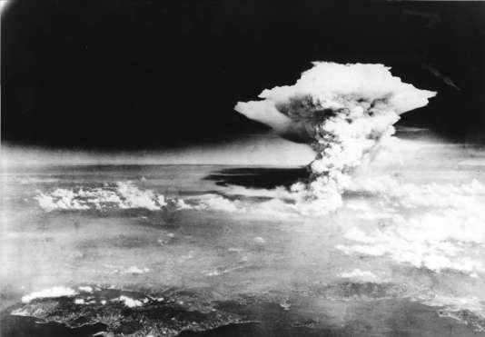 Le champignon atomique au-dessus d'Hiroshima, le 6 août 1945.