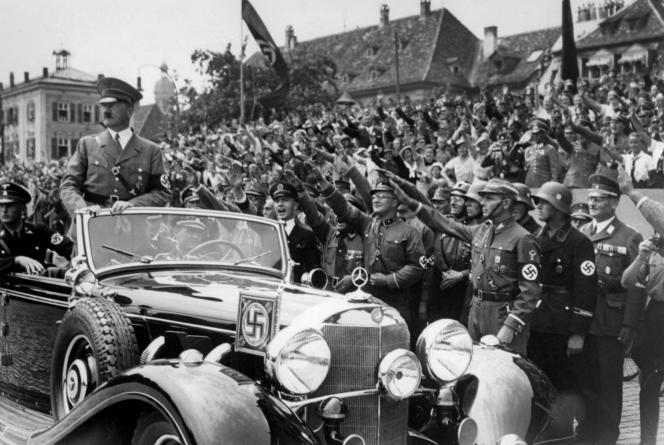 Adolf Hitler en Allemagne, en 1937.