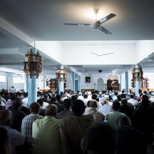 Dans la mosquée de la Saint-Etienne-du-Rouvray, commune située près de Rouen où a été tué le père Jacques Hamel, le 26 juillet.