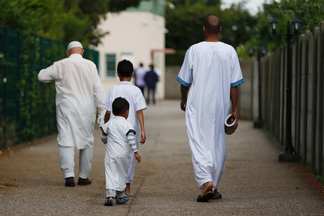 Devant la mosquée Yahya de Saint-Etienne-du-Rouvray, le 29 juillet 2016.