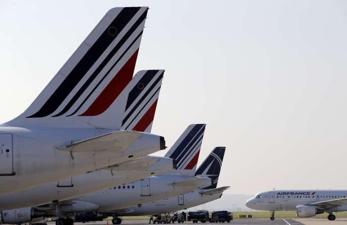 Des avions d'Air France stationnés à l'aéroport deRoissy-Charles-de-Gaulle, le 15septembre2014.