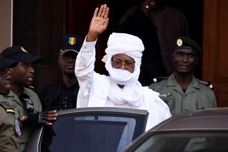 Hissène Habré à sa sortie du tribunal, à Dakar le 3 juin 2015.