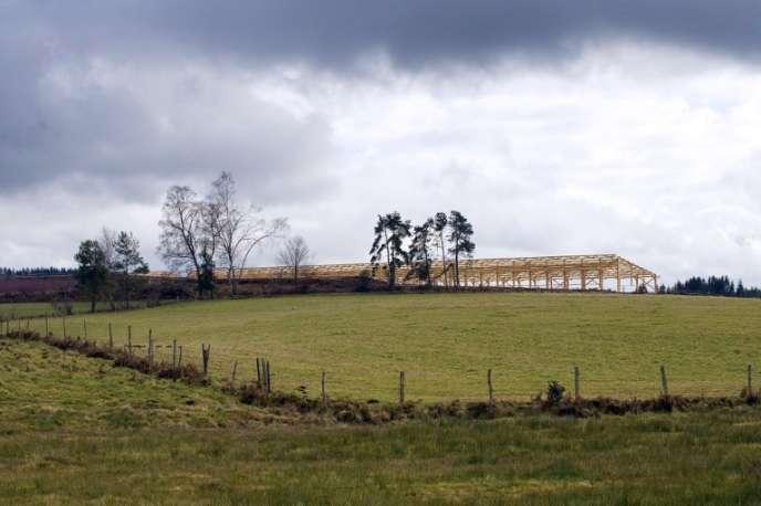 Site de la construction de la ferme de la SAS Alliance Millevaches, surnommée «ferme des mille veaux»,à Saint-Martial-le-Vieux (Creuse).
