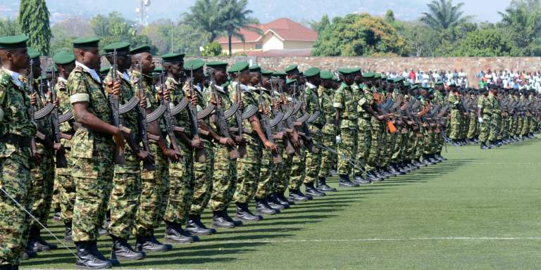 Des soldats de l'armée burundaise à Bujumbura, le 1er juillet 2016, jour de la fête nationale.