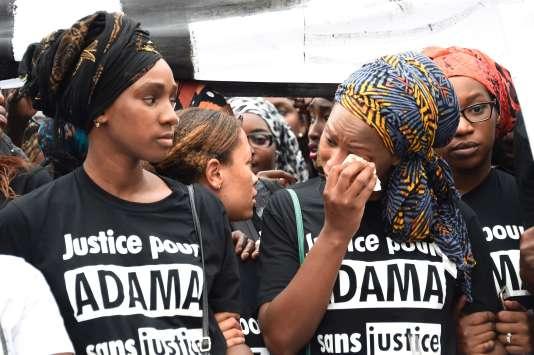 Assa Traoré, à droite, lors du rassemblement qui n'a pu avoir lieu, le 30 juillet à Paris.