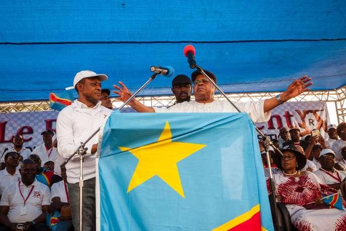 Devant la foule, Etienne Tshisekedi a exigé la tenue de la présidentielle d'ici la fin de l'année et le départ du président Joseph Kabila le 20 décembre.