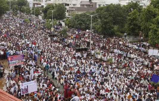 Près de 10 000 manifestants se sont rassemblés à Ahmedabad,la capitale du Gujarat, dimanche 31 juillet 2016.