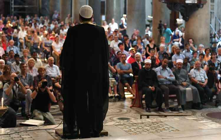 A Rome, l'imamSami Salem s'est adressé aux fidèles de l'église Sante-Marie-du-Trastevere.