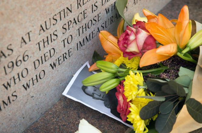 Le mémorial des victimes de la fusillade de 1966.