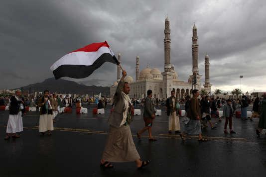 Partisans de l'ancien président Ali Abdallah Saleh et des milices chiites, le 1eraoût à Sanaa.
