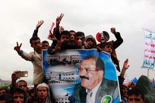 Manifestation à Sanaa de partisans de l'ancien présidentAli Abdallah Saleh et des rebelles chiites houthistes, le 1er août.