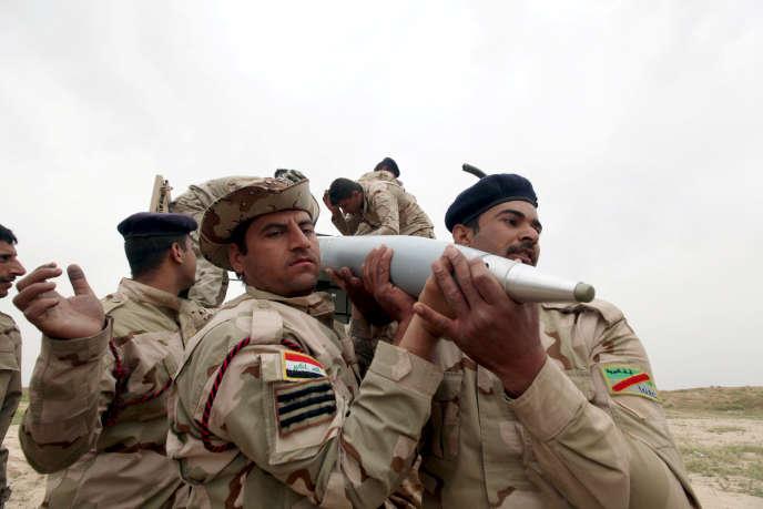 Des soldats irakiens, près de Makhmour, au sud de Mossoul, en mars.