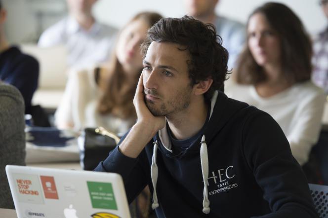 Aux classiques bourses et prêts à taux bas se sont ajoutés les statuts d'étudiant-salarié ou d'étudiant-entrepreneur.