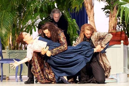 « Cosi fan tutte», de Mozart dans une mise en scène de Sven-Eric Bechtolf à Salzbourg.