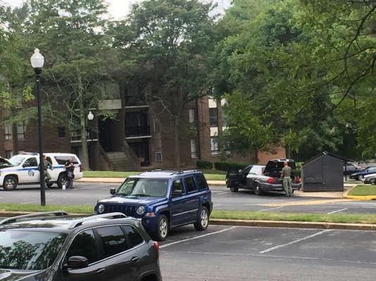 Randallstown, dans le Maryland, devant l'appartement où la police a abattu une jeune femme après un siège de cinq heures.