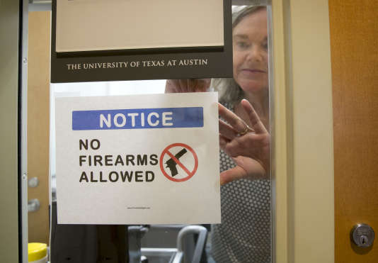 Pauline Strong, professeure d'anthropologie à l'université d'Austin au Texas s'oppose au port d'armes dans son cours.