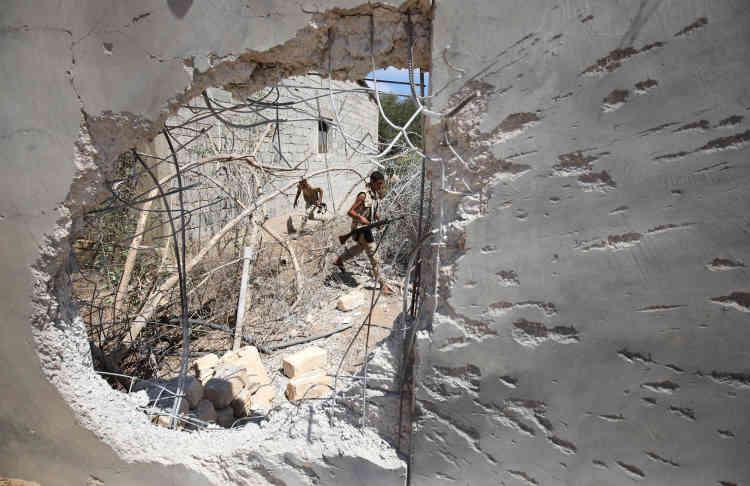 Au début des opérations lancées début mai, les forces alliées au gouvernement de Fayez Seraj ont rapidement progressé dans les faubourgs, mais elles ont marqué le pas à mesure qu'elles approchaient du centre .